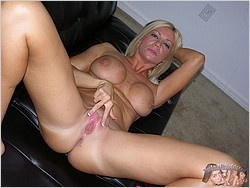 Amateur MILF Christina Model