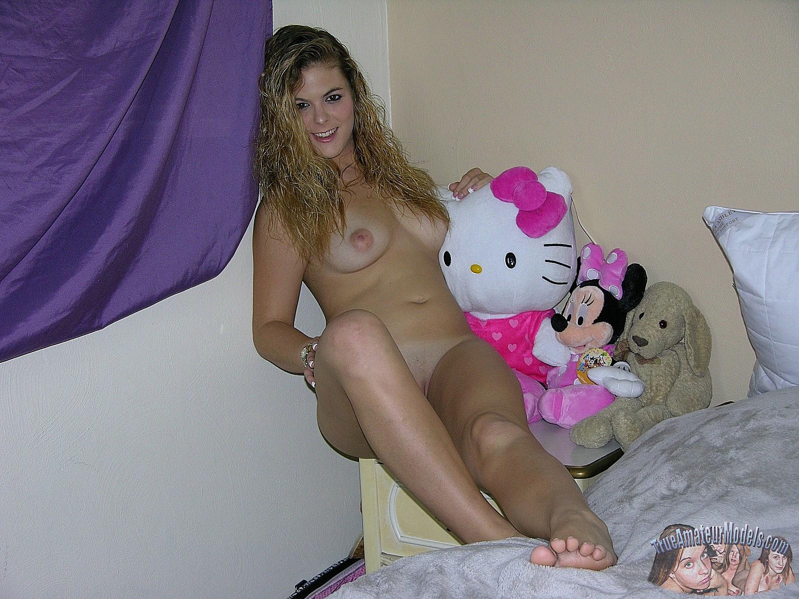 amateur nude girl bedroom