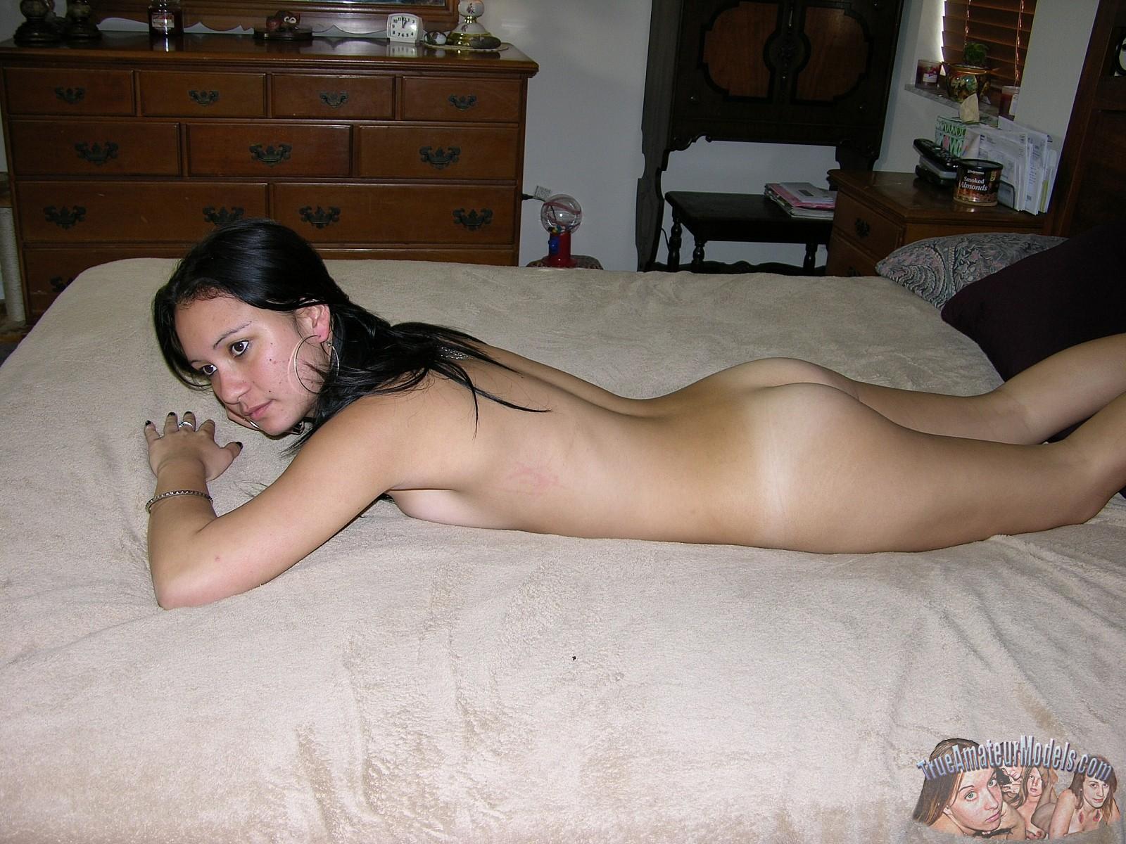 Good American nude girl n bed