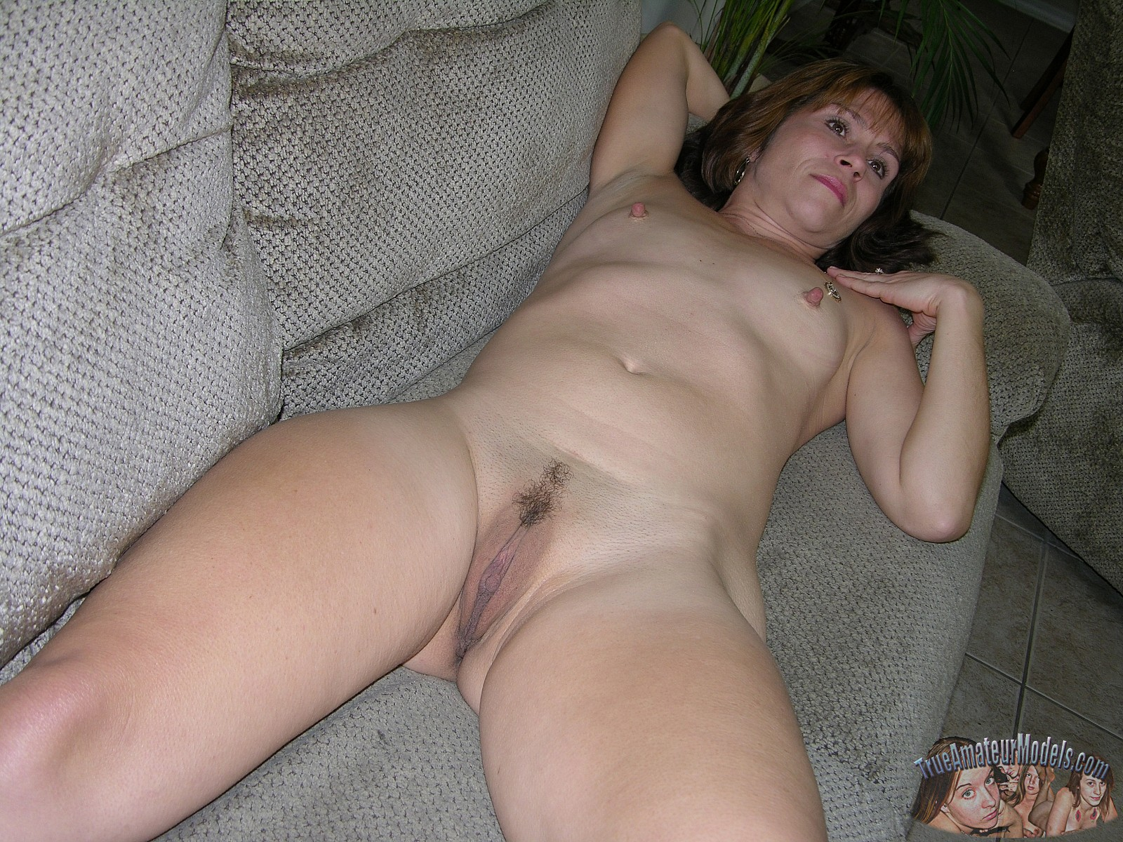 Can Girl mature female naked wife