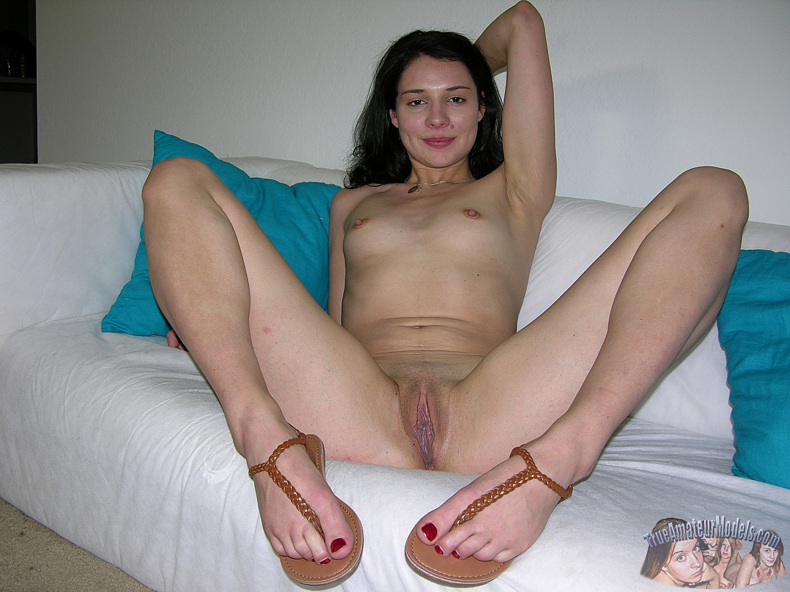 Nude sexy girls feet