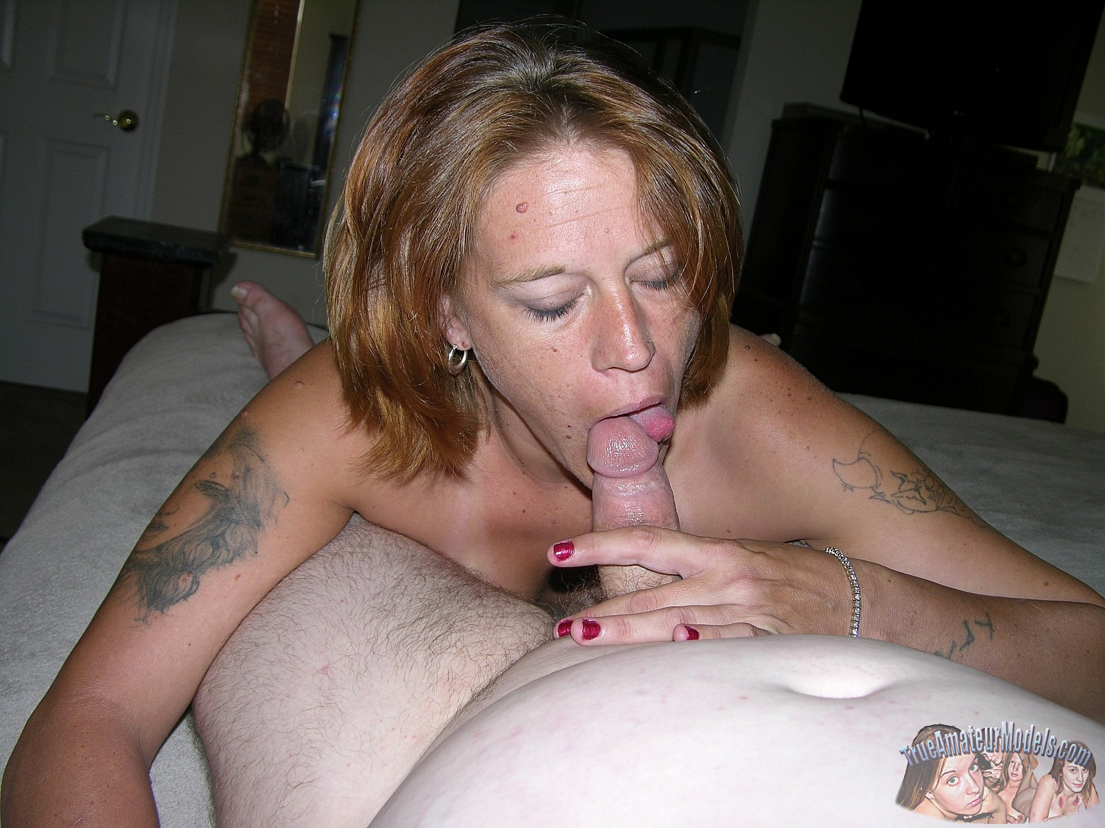 Alluring mature amateur blow job cleavage